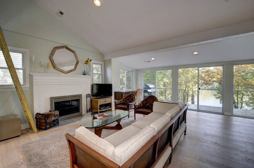 3 Living Area 3213_Henson_Avenue_71770_012
